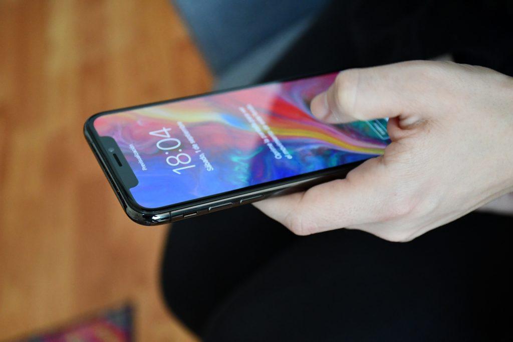 """Android-käyttäjien käyttämä kuukausi iPhone X: llä 3""""leveys ="""" 750 """"korkeus ="""" 500"""