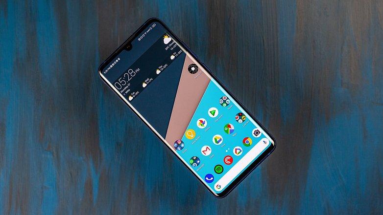 Androidpit ZTE Axon 10 Pro tam ön görünüş