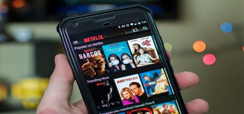 """Mobil cihazlarda filmlərə baxın """"width ="""" 800 """"height ="""" 375 """"data- ="""" """"data-recalc-dims =""""1"""