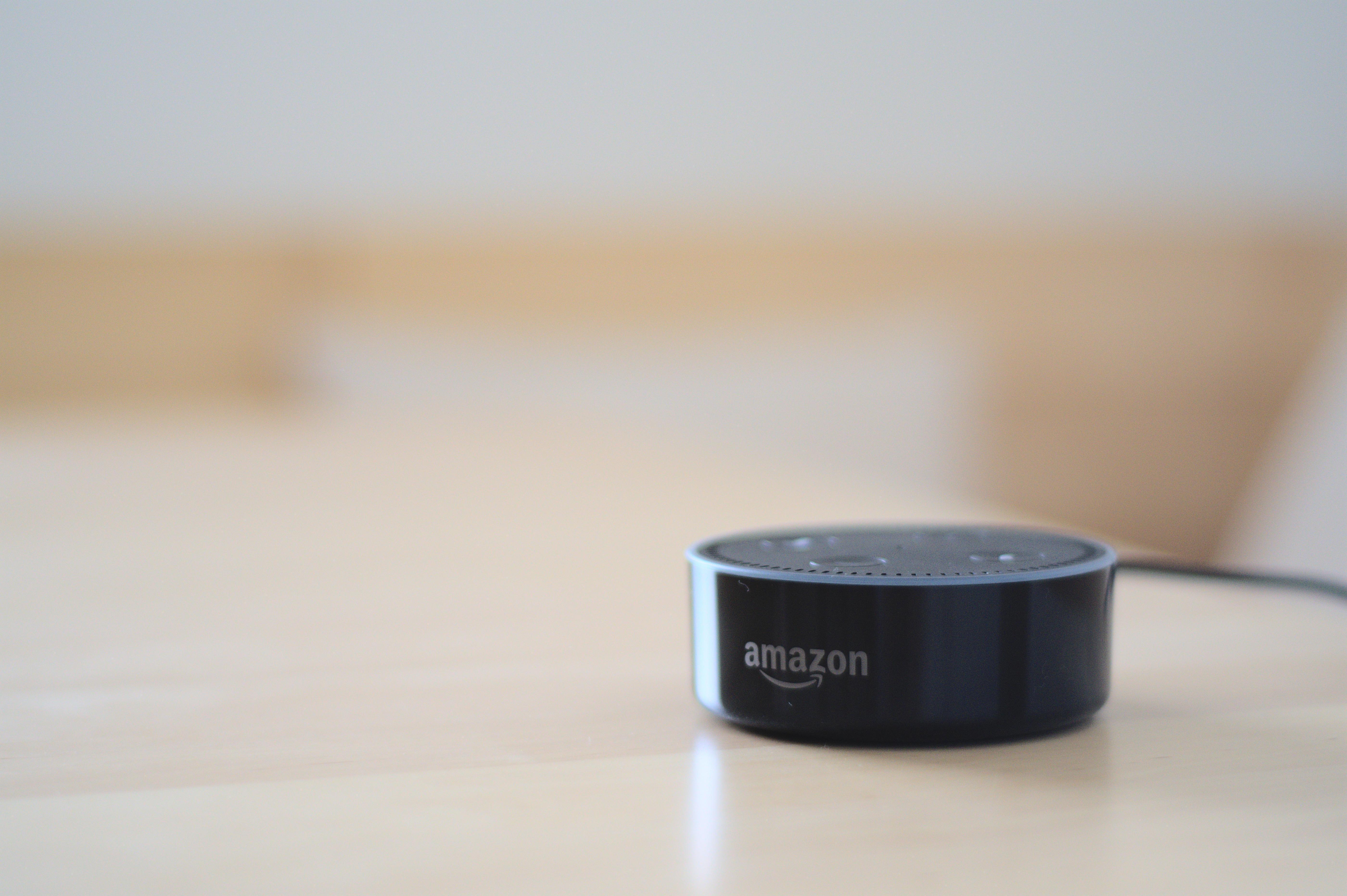 Pıçıltı rejimi daxil olmaqla, bütün Alexa dinamiklərində işləyəcək Amazon Echo nöqtə