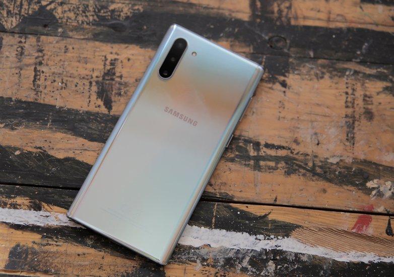 Samsung Galaxy Note  10 hands in test 02