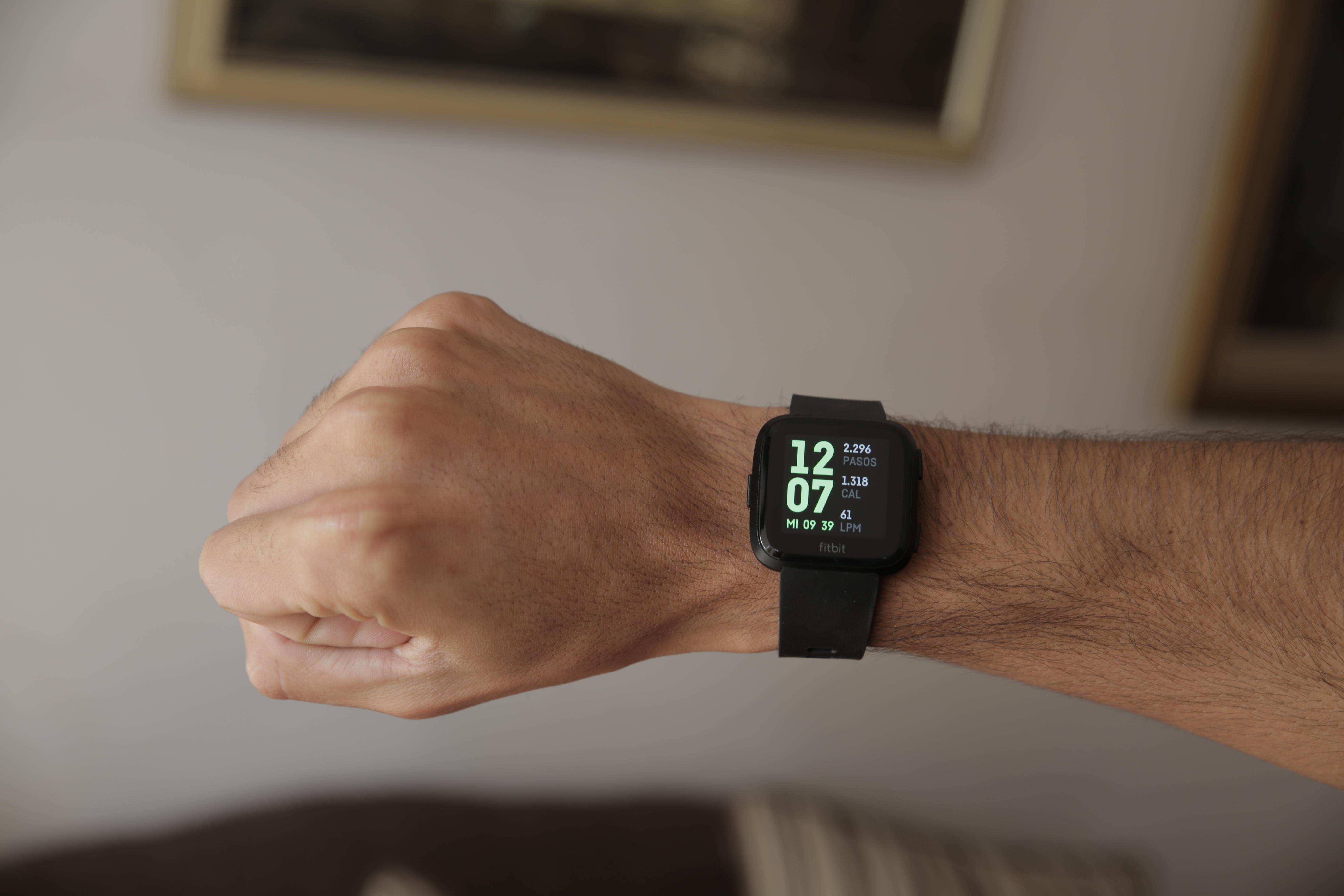"""Revisión Fitbit Versa 4""""ancho ="""" 5472 """"altura ="""" 3648"""