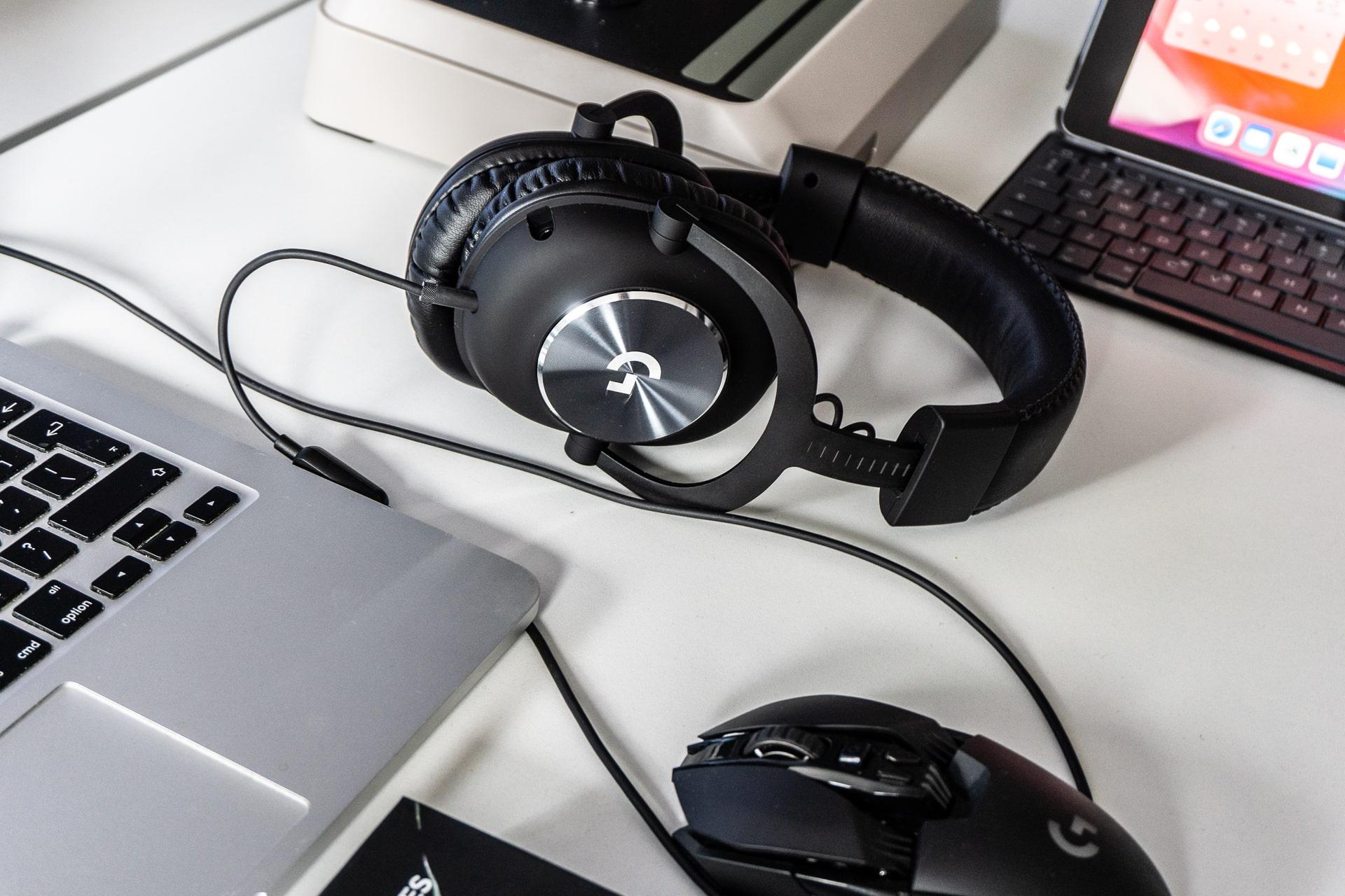 Logitech melanjutkan pisau dengan HyperX. Logitech G PRO X adalah mikrofon DAC eksternal, Biru, dan 7.1 dalam game - sebuah ulasan 5