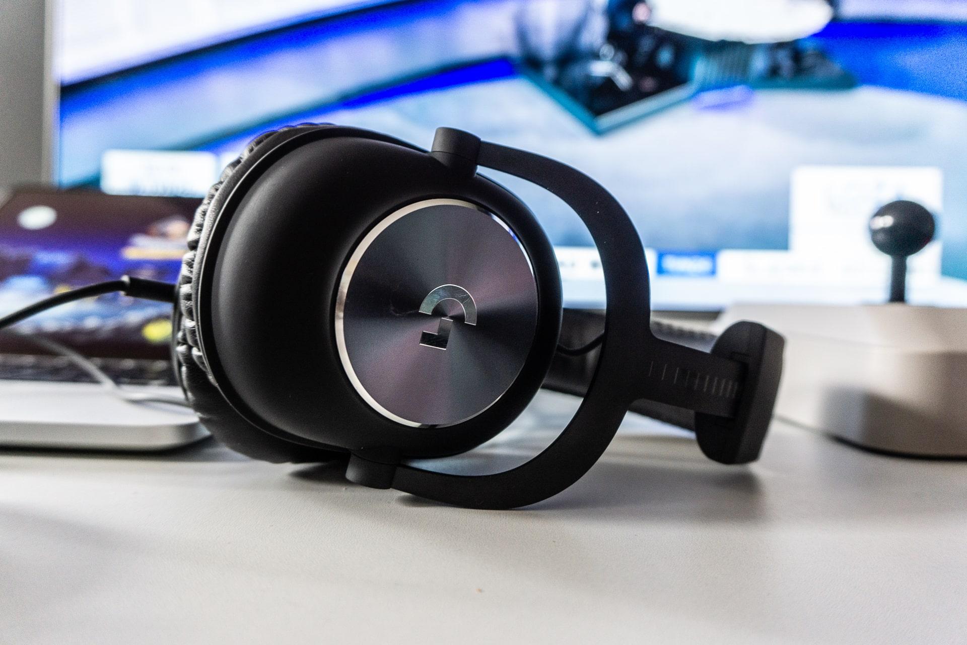 Logitech melanjutkan pisau dengan HyperX. Logitech G PRO X adalah mikrofon DAC eksternal, Biru, dan 7.1 dalam game - sebuah ulasan 6