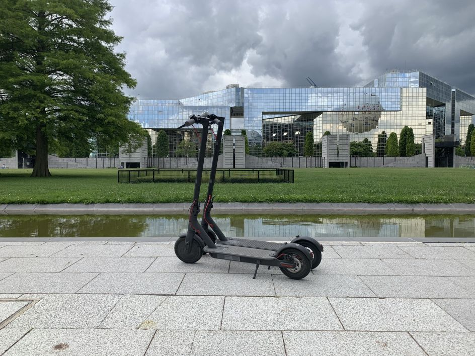 2019 Xiaomi Mijia Pro electric scooter review: long distance 18.6 Miles, easy Fold-n-Carry 12