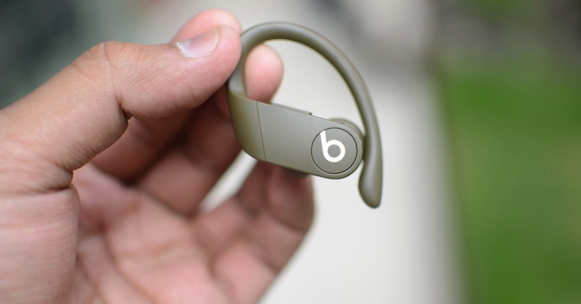 Beats Powerbeats Pro vs Samsung Galaxy Kuncup: headphone apa yang Anda menangkan?