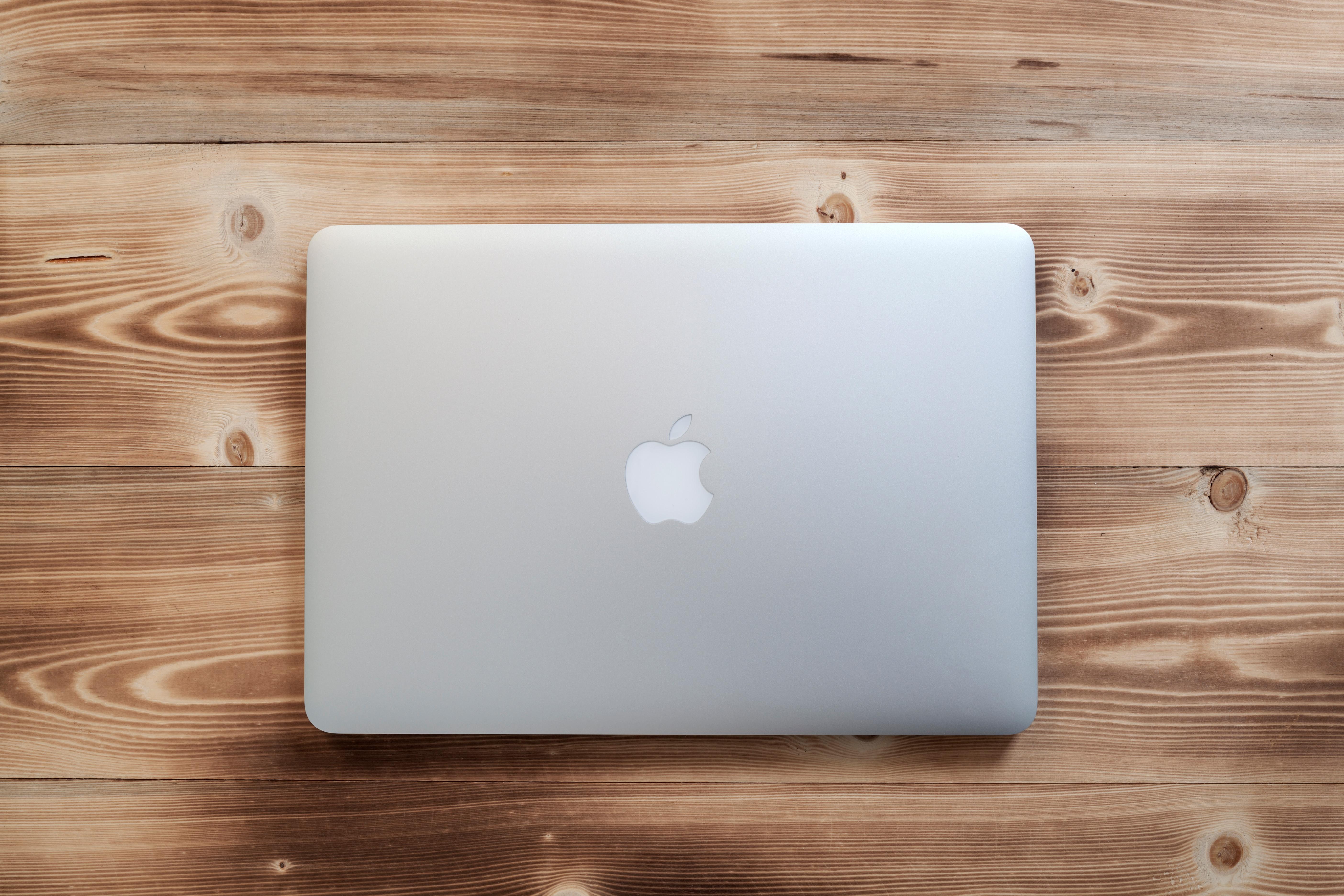Лаптопите на Macbook Pro вклучуваат вредно Applepaling
