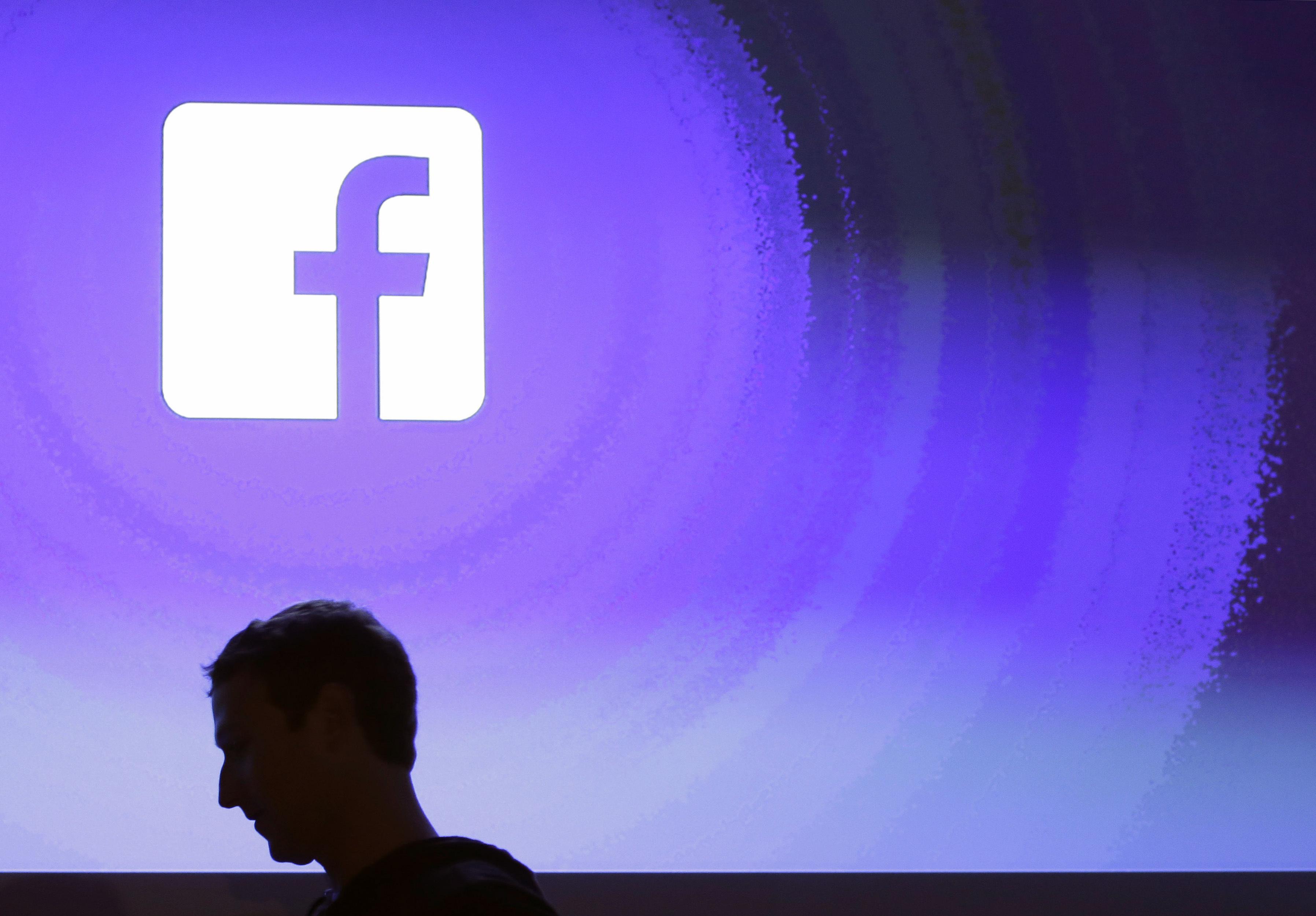 Một người phụ nữ tuyên bố nó Facebook Các ứng dụng gián điệp về cuộc trò chuyện của bạn.