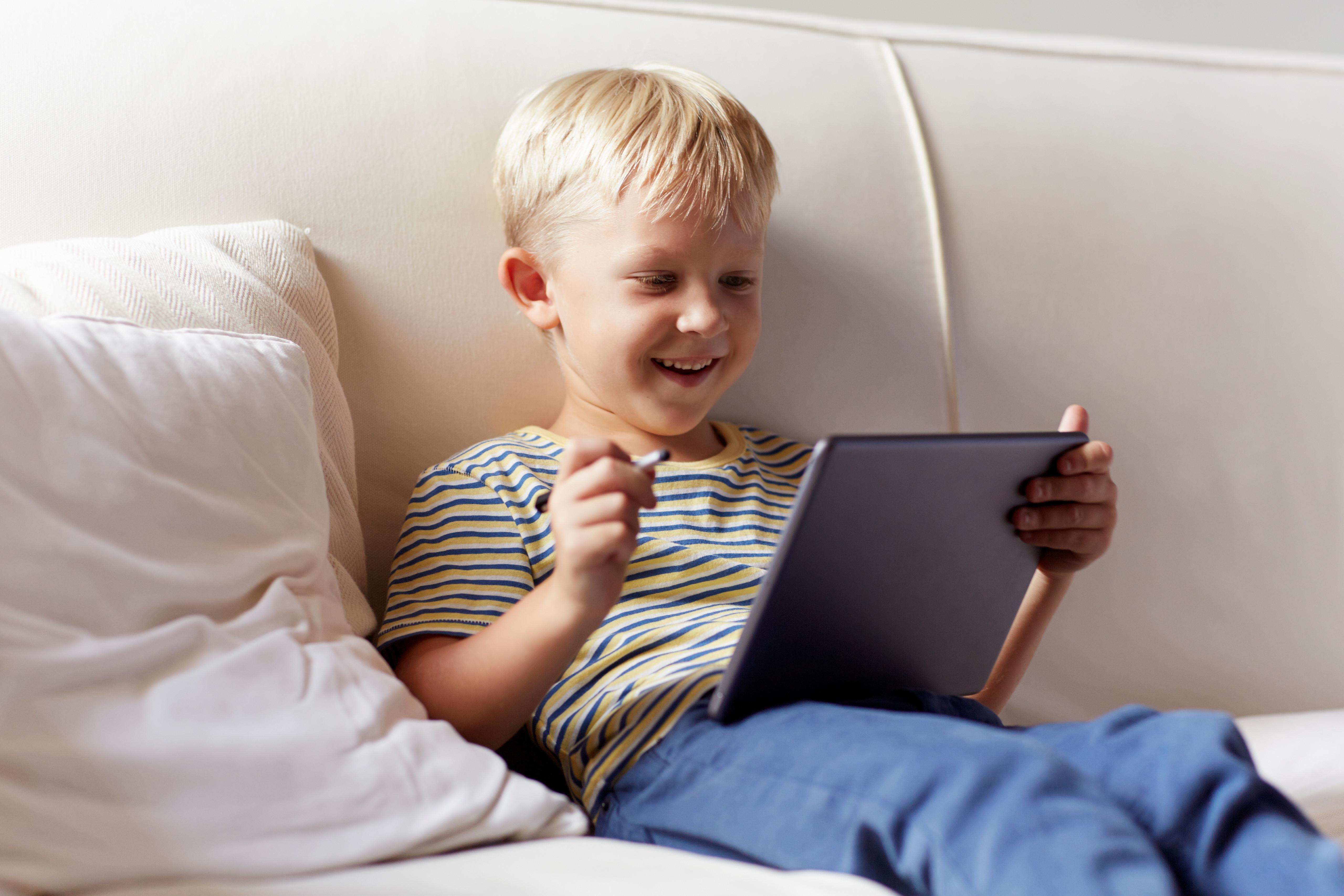Uşaqların yuxusu tabletlərin istifadəsindən təsirlənir və smartphoneselm adamları tapdı