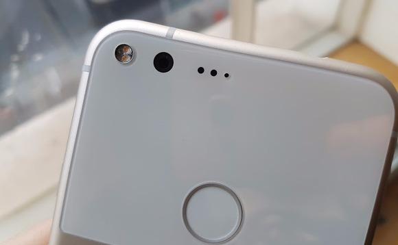 """Гугл ќе му плати на досадениот сопственик на """"Пиксел"""", слушалката """"Пиксел XL"""" до 500 долари"""