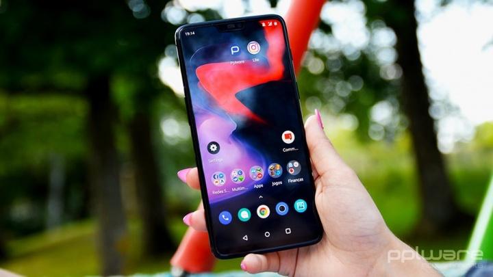 Паметен телефон со Android OnePlus режим Fnatic игра