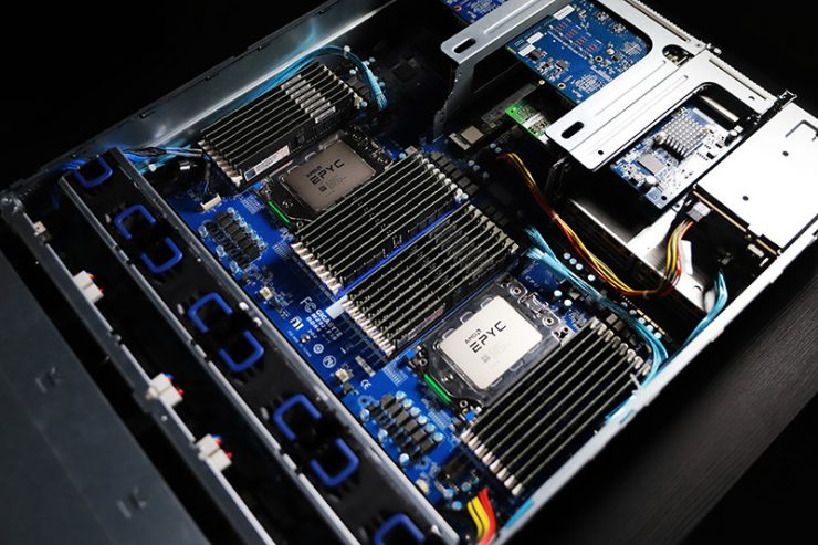 Gigabyte R282-Z90 motherboard with two sockets and two AMD EPYC ROMA CPUs