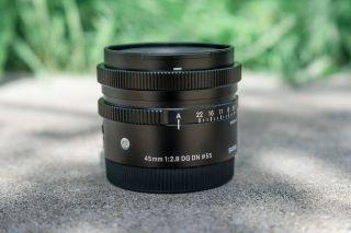 Để thay đổi điều khiển khẩu độ ống kính cho máy ảnh của bạn, chọn cài đặt A.