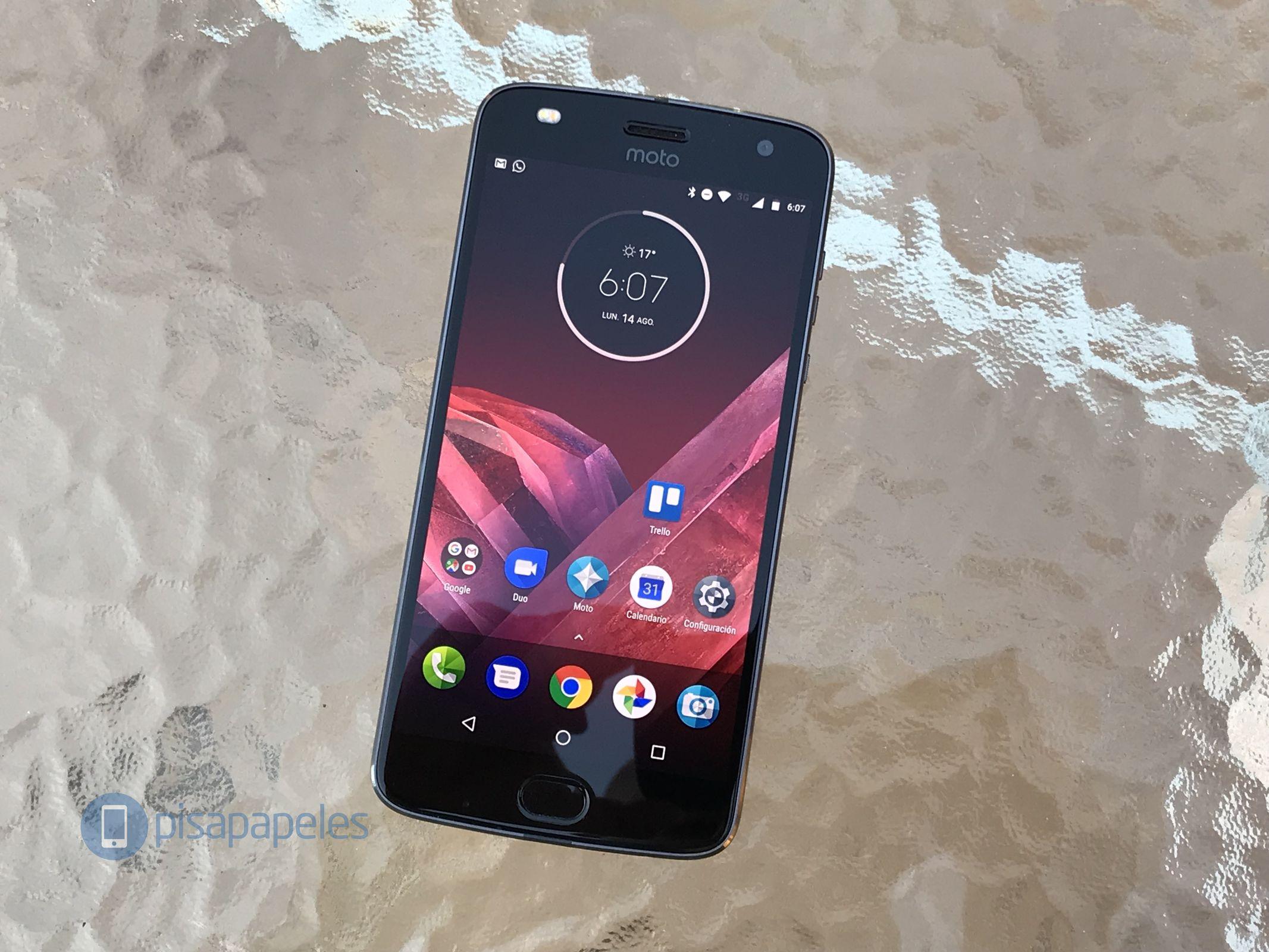 "Esamina il Motorola Moto Z2 Play 3""larghezza ="" 2133 ""altezza ="" 1600"