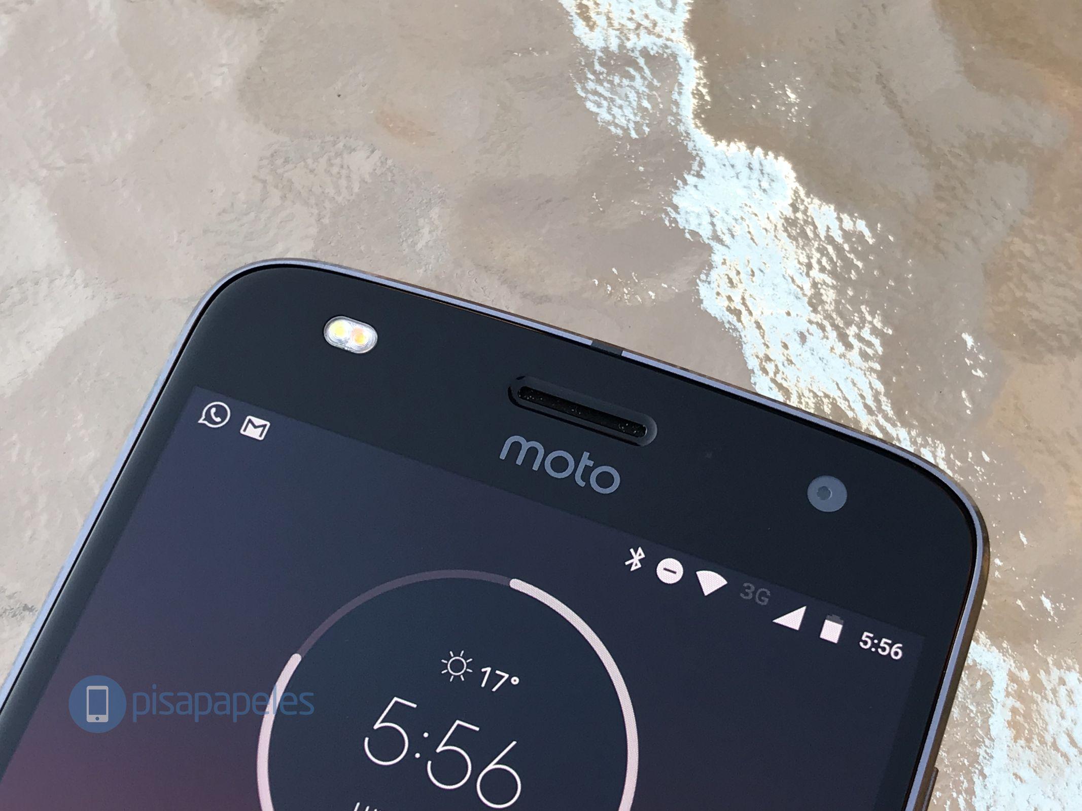 "Esamina il Motorola Moto Z2 Play 9""larghezza ="" 2133 ""altezza ="" 1600"