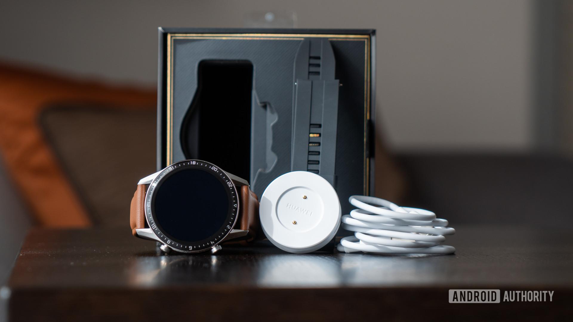 Huawei Watch GT üçün məzmun 2 qutudan töküldü