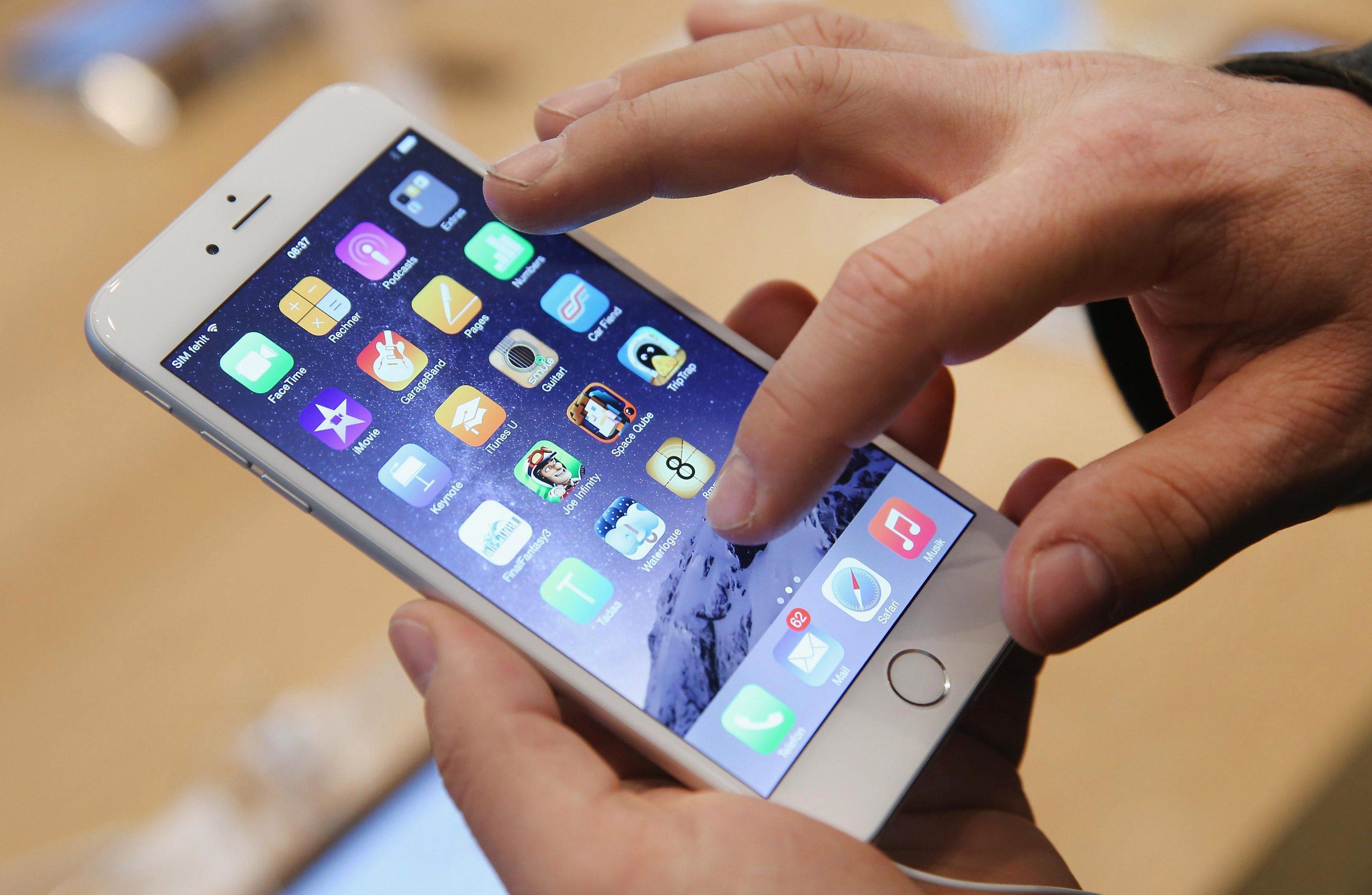 Apple    han enfrentado acciones legales por su reconocimiento de que desaceleraron el viejo iPhone