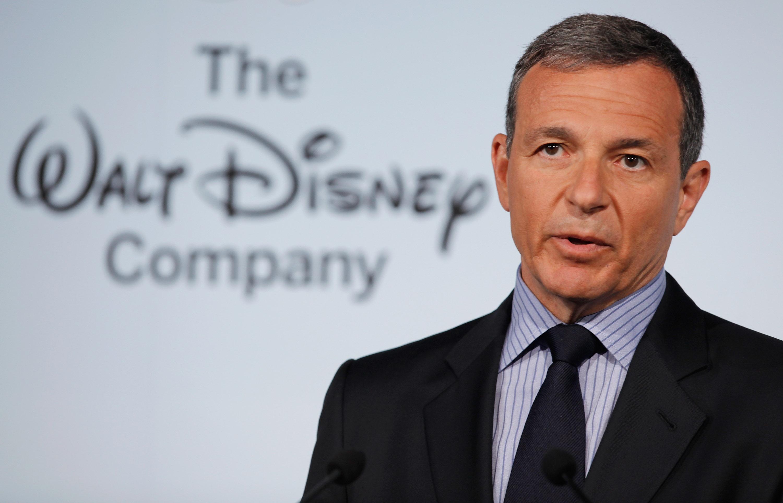"""Главниот извршен директор на Дизни поднесе оставка од """"Епл Папан"""" заради конкурентската стриминг"""