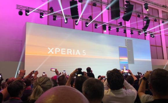 Sony Xperia 5 е многу висок Android
