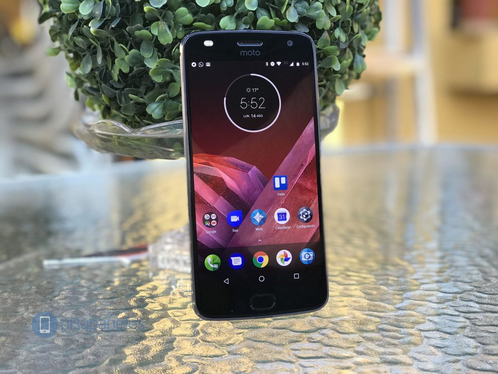 Esamina il Motorola Moto Z2 Play 1