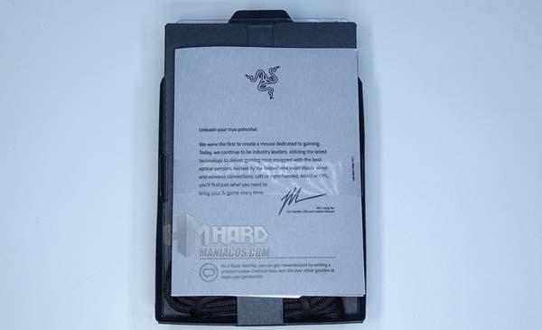 Razer DeathAdder V2, brochure a scatola aperta