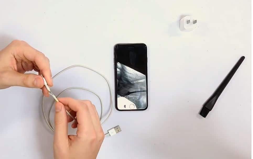 Compruebe si hay un cable USB dañado