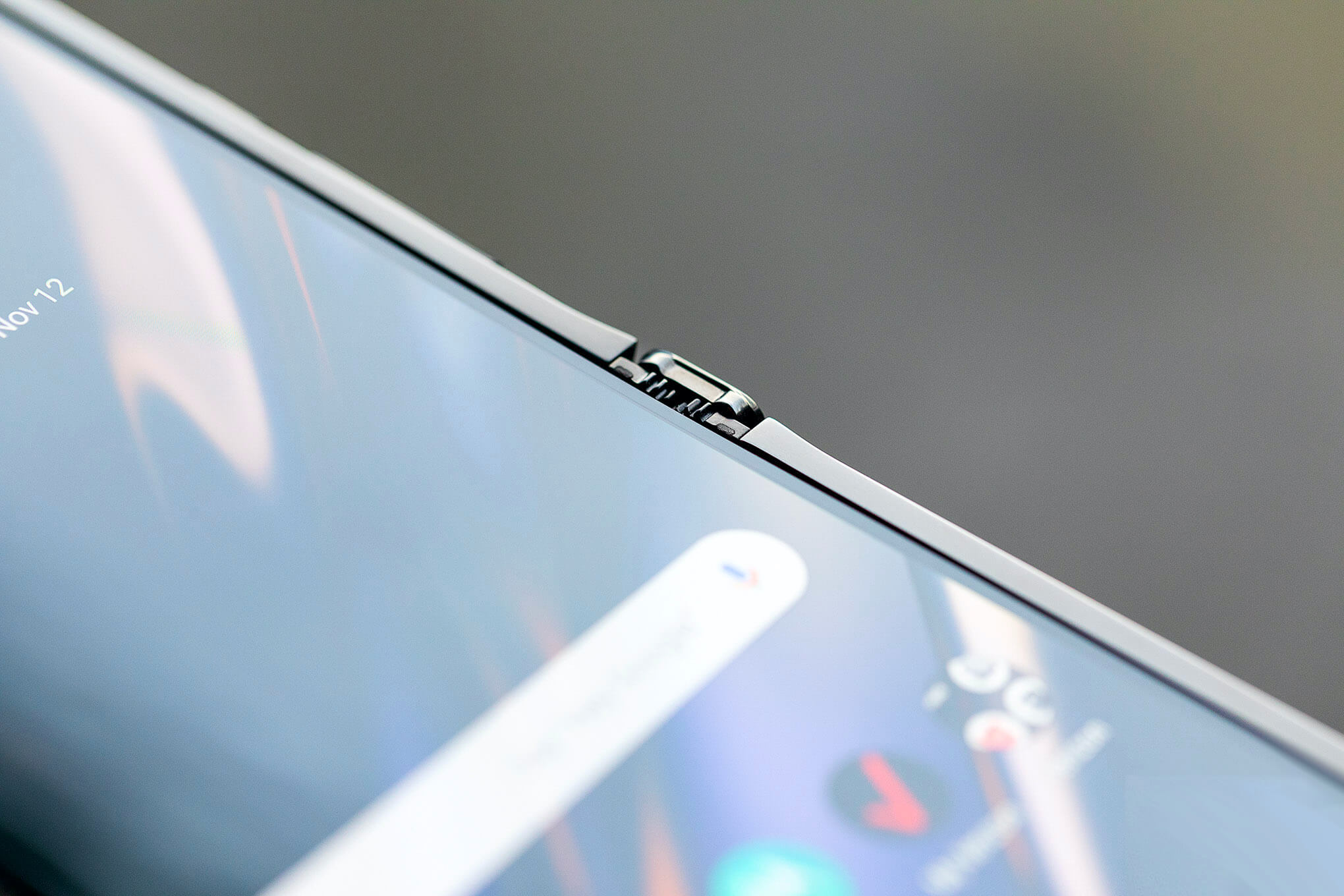 """Nếp gấp trên màn hình $ 1.500 Moto Razr trở thành """"tiêu chuẩn"""" 2"""