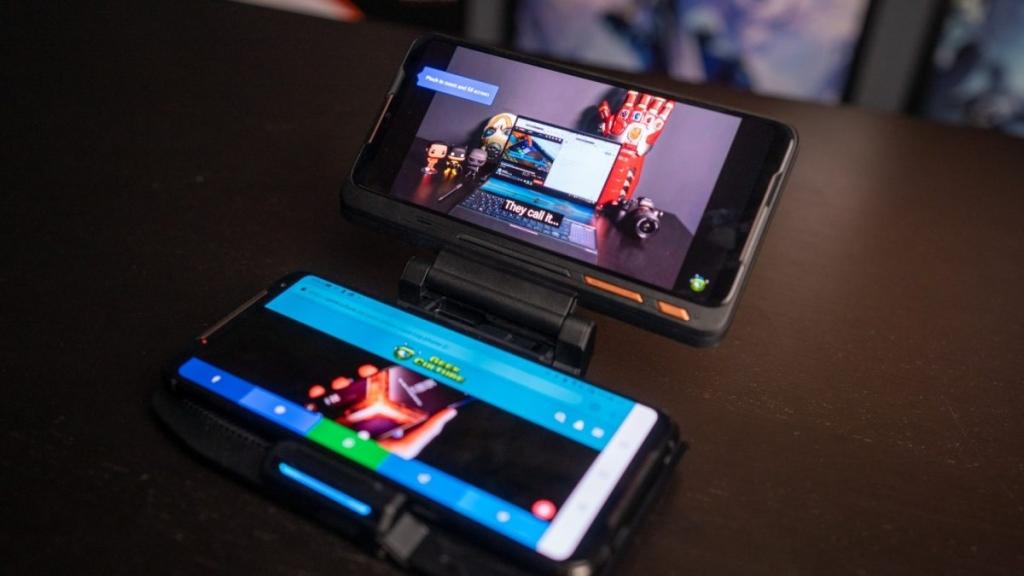Додатокот додава втор екран на паметниот телефон, со што се овозможува прегледување на разговор и други информации