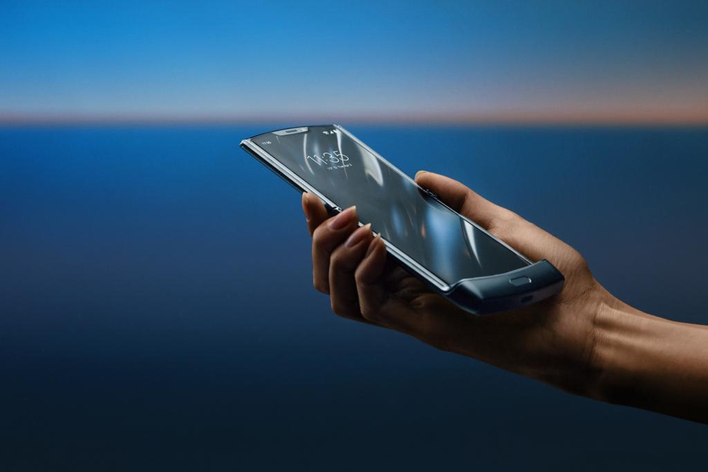 Објавување на слики на Motorola RAZR