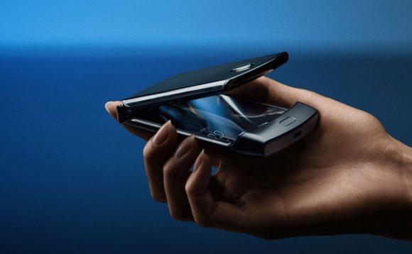 İmzalı Razr Motorola, qənaətbəxş olmayan spesifikasiyalara sahib olan Android-in bir katlanmasına çevrilir