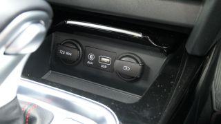 Kia ProCeed GT: تنفجر بما يكفي لجعل أموالك في الاعتبار الجاد 11
