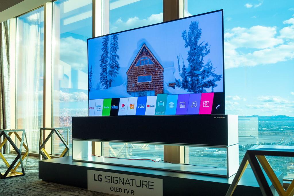 İnanılmaz LG roll-up televizoru. Bu model bu ilin sonunda satışa çıxarılacaq.