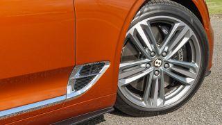 Bentley Continental GT: sang trọng, tiện nghi, địa vị, yên tĩnh 10