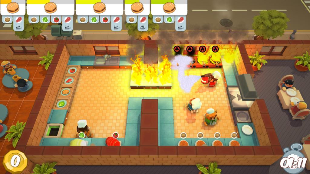 Layar game independen Overcooked, di mana seekor hewan yang terang melihat dapur dengan beberapa api.