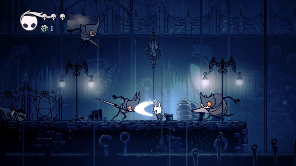 Layar Hollow Knight di mana karakter utama menghadapi musuh di lingkungan luar yang suram