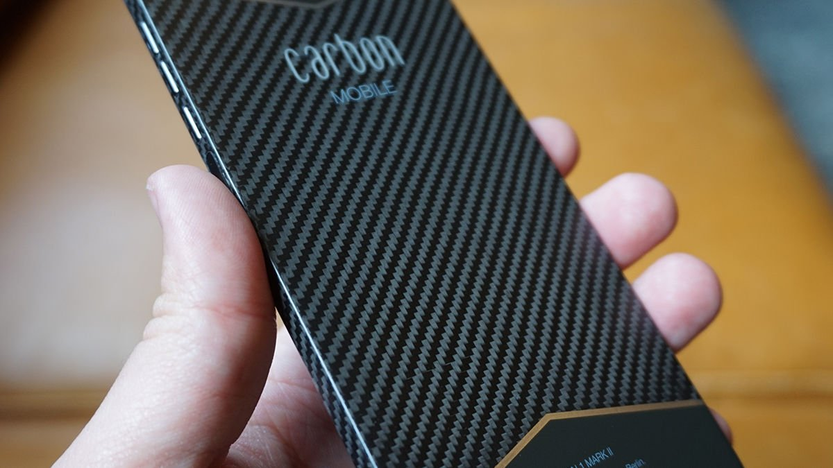 Наскоро ќе можете да го купите првиот светски телефон за јаглеродни влакна 1 во светот
