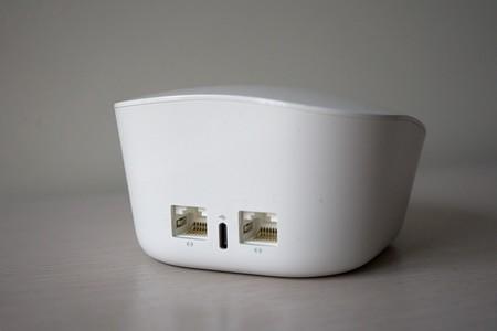 Enrutador Eero trasero, con dos puertos Gigabit Ethernet