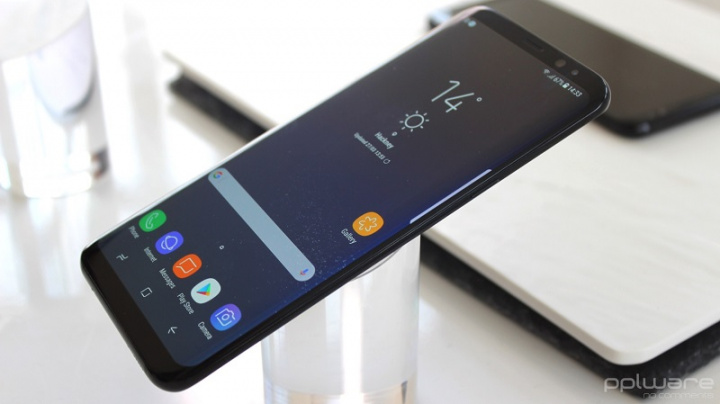 Samsung menandatangani paten yang menunjukkan layar di samping smartphone 2