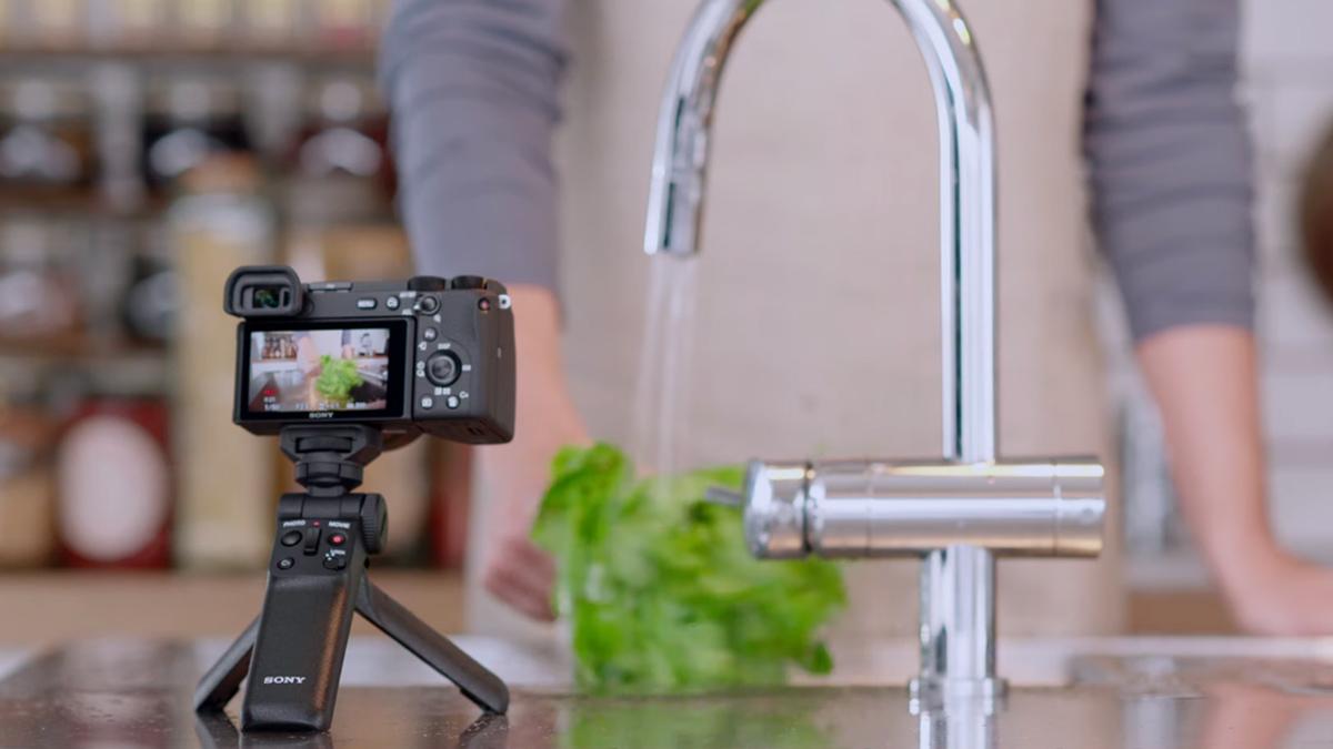 Sony lanza el mango multifunción inalámbrico GP-VPT2BT para tomar fotos de Bluetooth 1