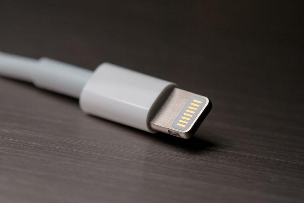 Es un iPhone 12 tiene un puerto USB-C? 2