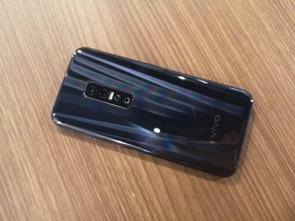 Vivo Đánh giá V17 Pro: Một trung vệ ấn tượng với camera selfie kép 2