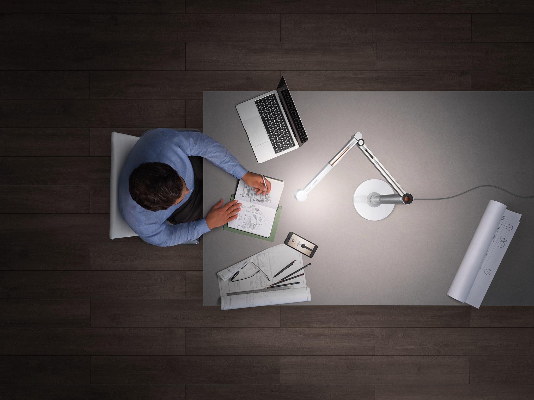Light Motorcycle mới rõ ràng đủ linh hoạt để đi trong văn phòng, phòng ngủ, phòng khách của bạn và hơn thế nữa