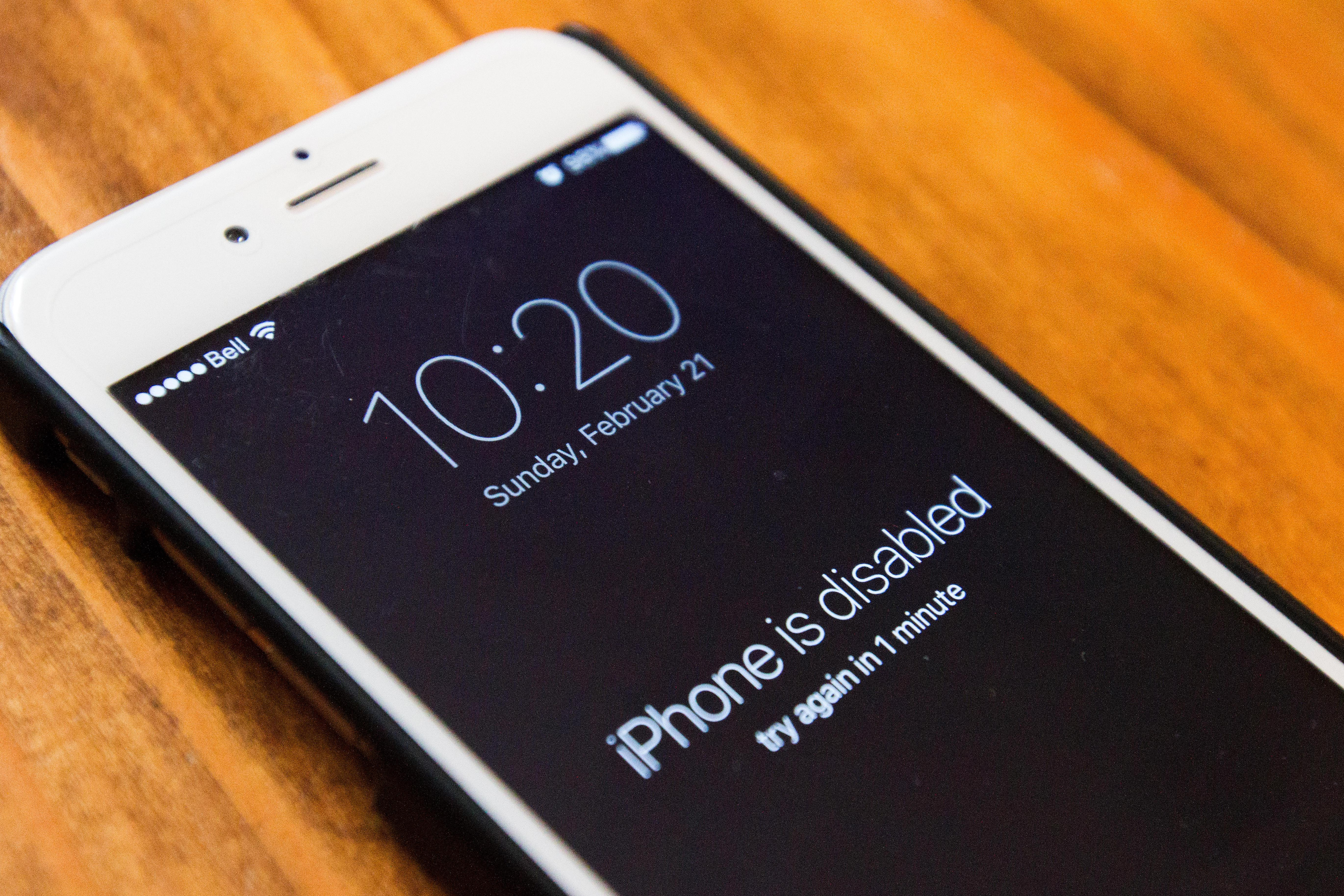 Trong số các thiết bị cầm tay không còn được hỗ trợ bởi Apple là iPhone 6, đã lên kệ vào năm 2015