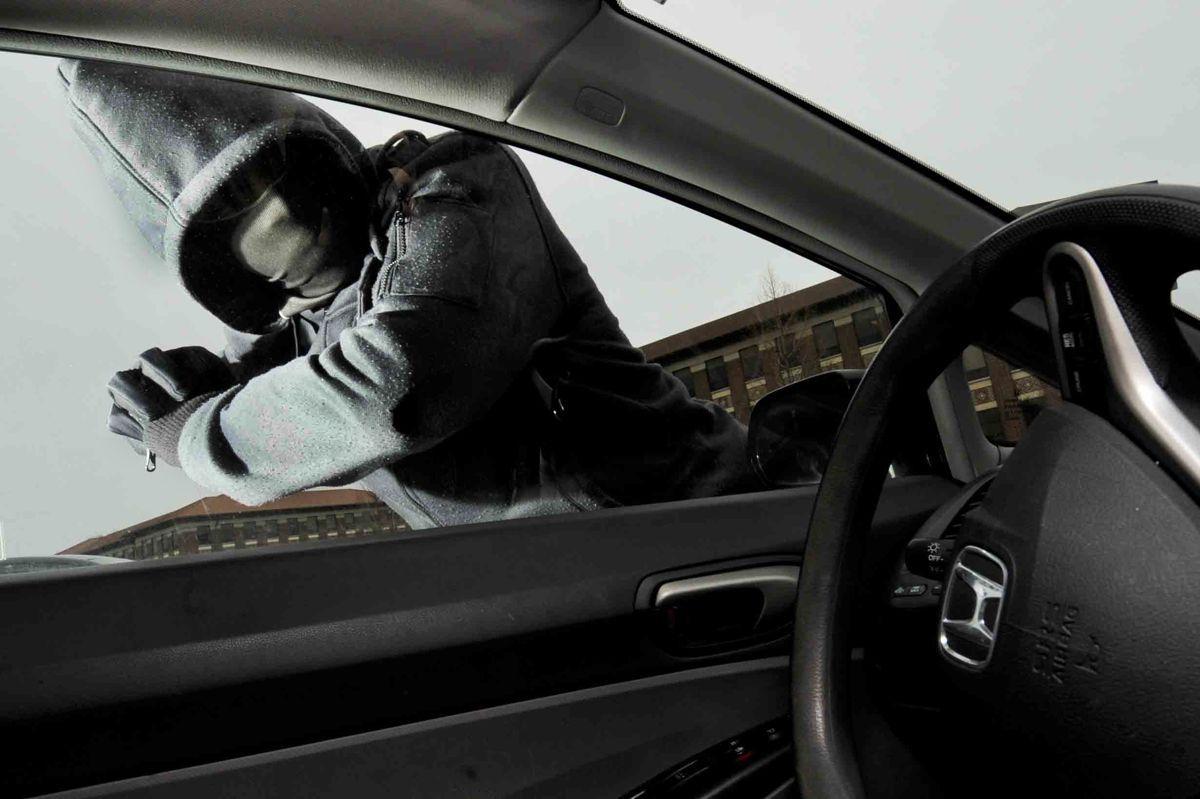 Đây là một lời nhắc nhở khác để không bao giờ giữ đồ điện tử trong xe hơi của bạn 1