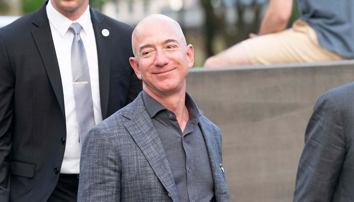 Điện thoại thông minh Jeff Bezos bị hack với tin nhắn WhatsApp 4