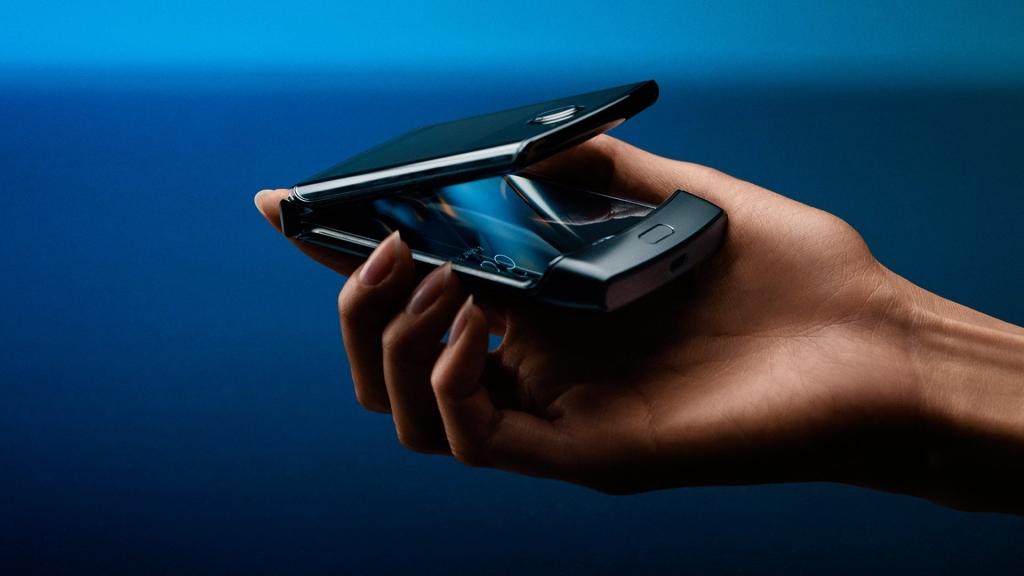 Motorola RAZR kết hợp sự đổi mới và hoài cổ trong một điện thoại thông minh duy nhất