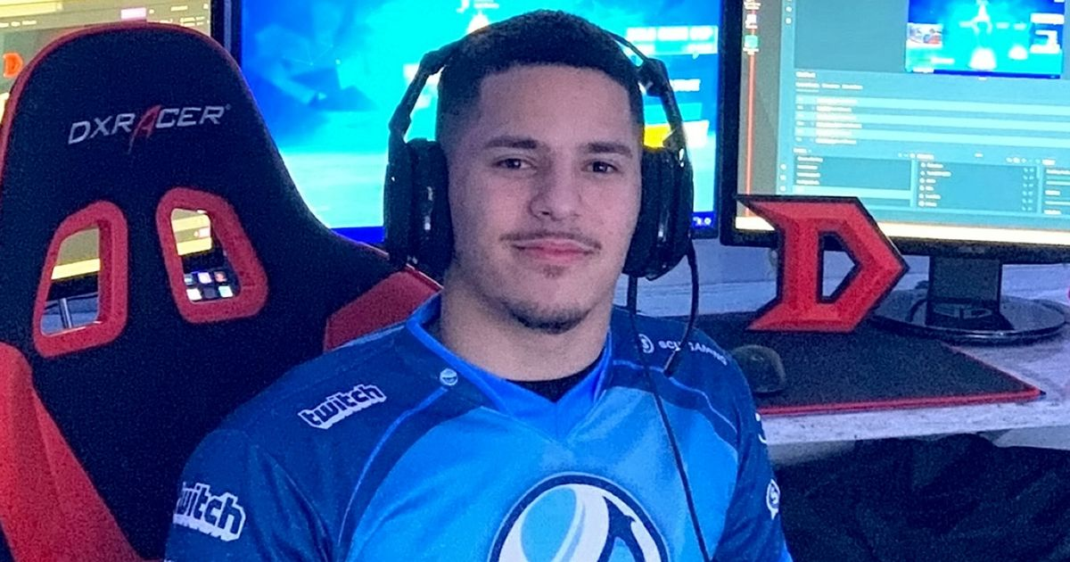 Gamer, 19 tuổi, kiếm hơn 150.000 bảng mỗi năm khi chơi Fortnite trong nhà để xe của cha mình 1