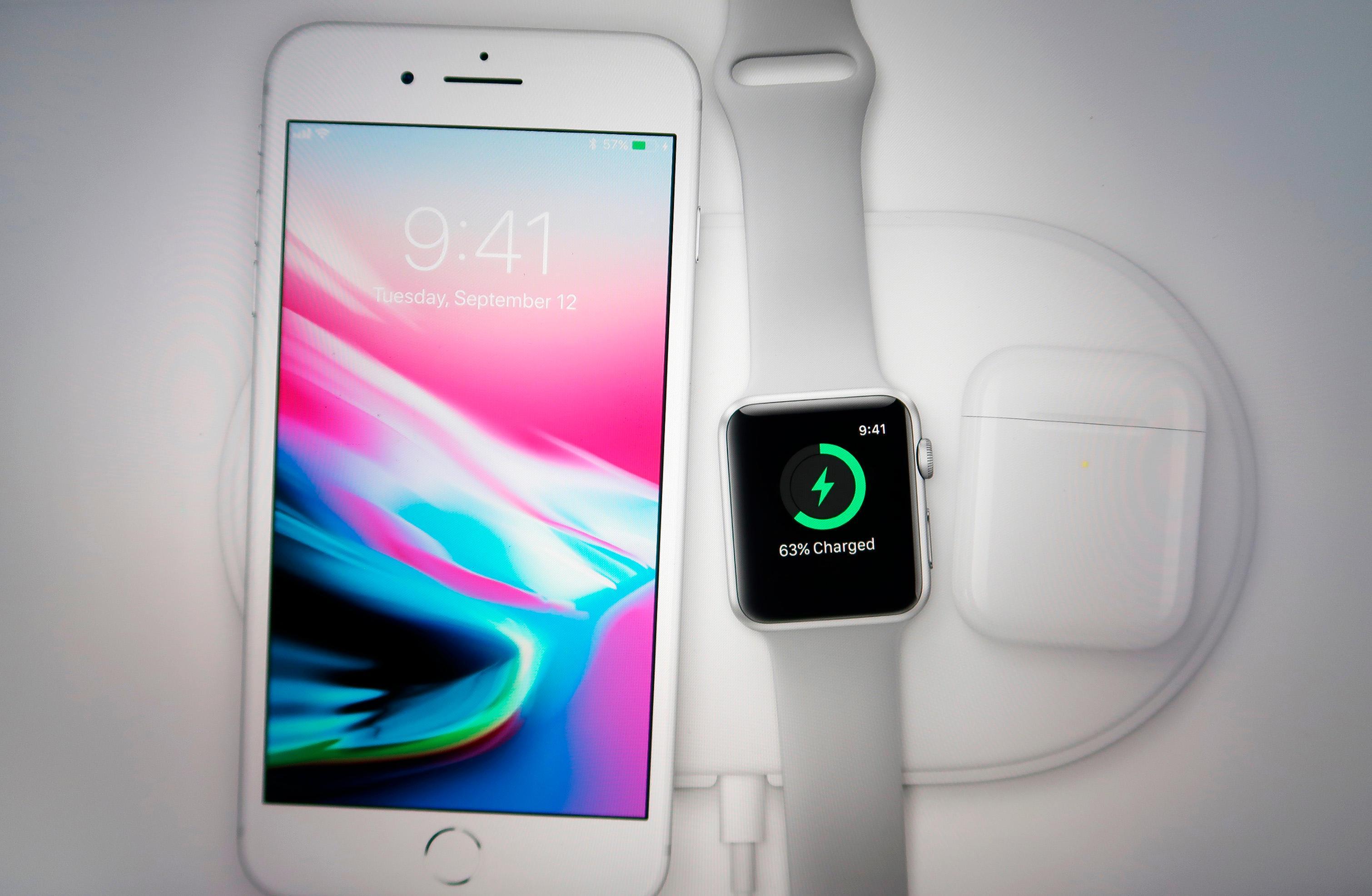 Apple  dự kiến sẽ ra mắt một chiếc iPhone mới giá rẻ trông giống iPhone 8 - nhưng sự chậm trễ có thể cản trở việc phát hành, người trong cuộc nói