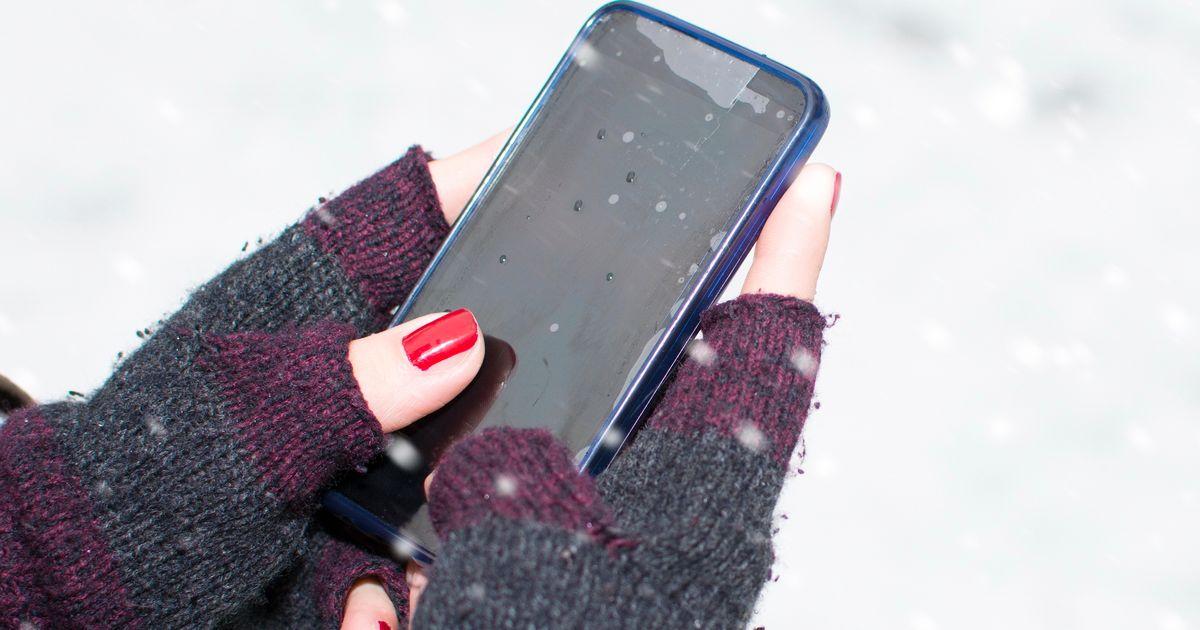 Thủ thuật và mẹo hàng đầu để hồi sinh điện thoại thông minh của bạn nếu bạn làm rơi nó trong tuyết 1