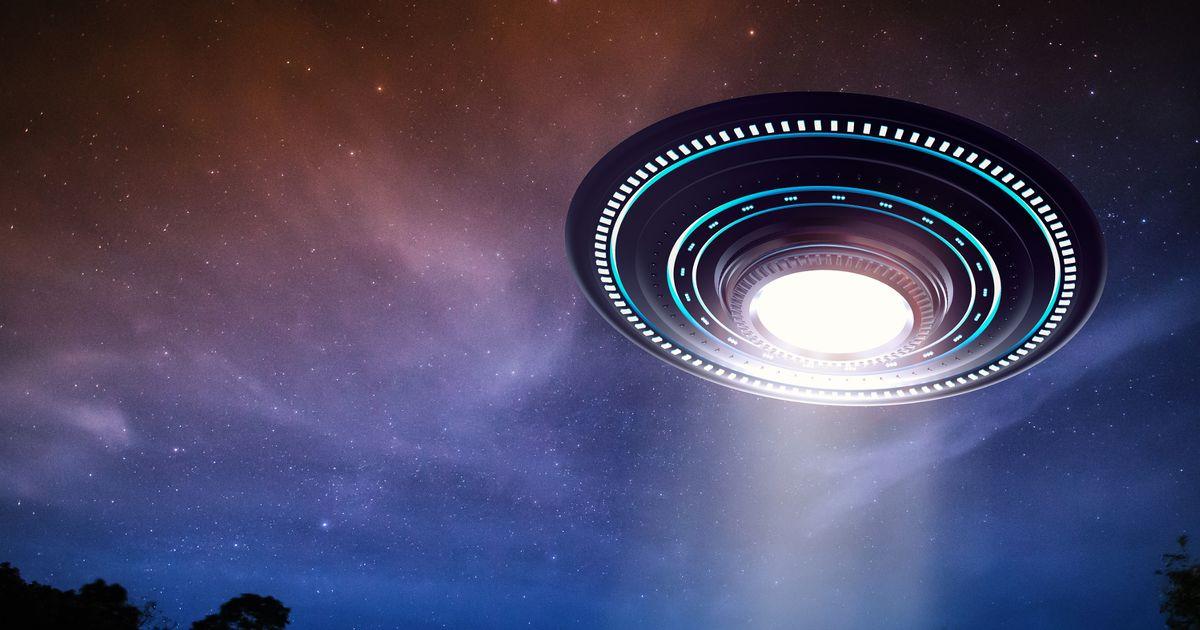 UFO & # 039; có thể được điều khiển bởi những người du hành thời gian & # 039;, tuyên bố của nhà khoa học 2